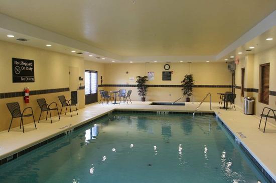 Hampton Inn & Suites Beach Boulevard/Mayo Clinic Area: Pool Days