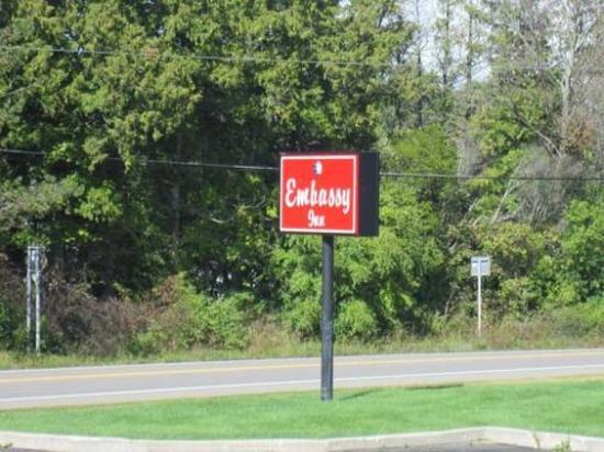 Embassy Inn Motel : Motel Sign