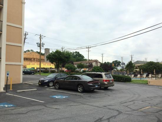 Days Inn College Park: pool across parking lot