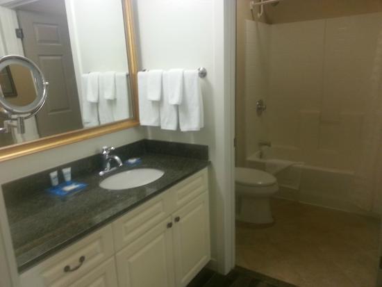HYATT house Parsippany-East: Bathroom