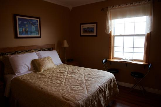 Dunne's Bed and Breakfast : Comfortable room.