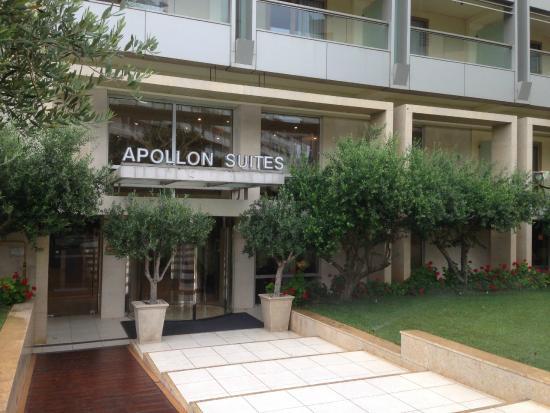 Divani Apollon Suites: Вход в отель