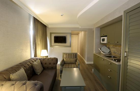 The Pine Hill Hotel & Suites: 2 bedroomed Suite