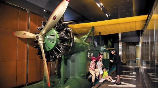 The Peninsula Shanghai: Aviation Lounge