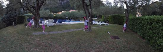 Appartamenti Pratone: Having lunch in our terrace, getting ready the bbq and the nice swimming pool.