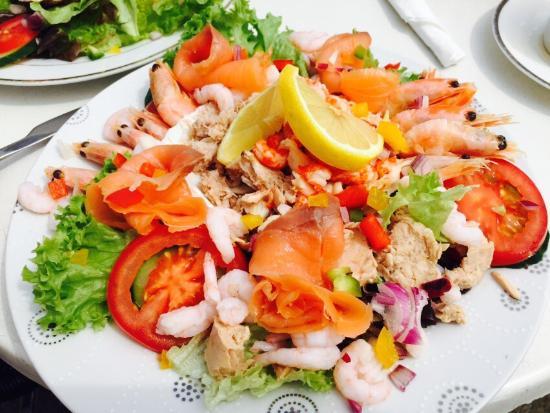 Terrace Garden Cafe: The best sea food salad I have ever eaten !! Omg xx