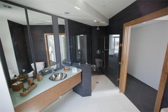 Sense Beach House: Sense Bathroom