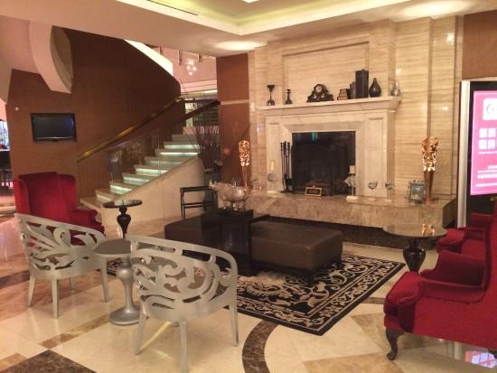 Grand Noble Hotel: Impressive Lobby