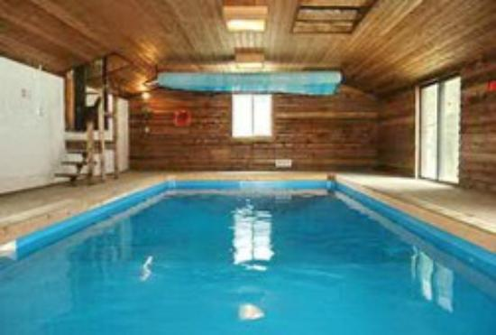 Blue Mountain Chalets : indoor swimming pool