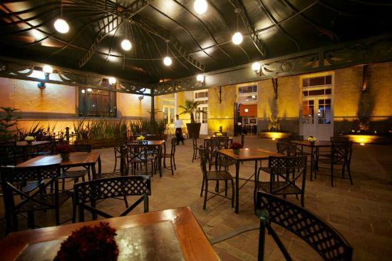 Acceso Al Restaurante Café Y Bar Picture Of Galeria