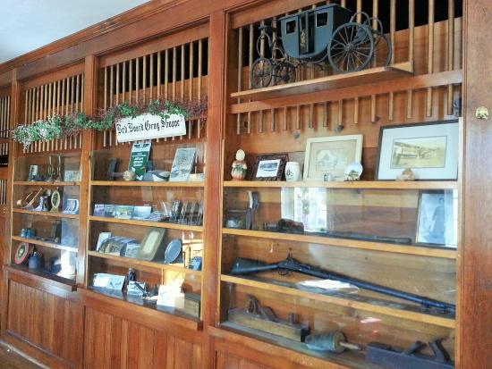 Berkeley Springs, WV: Interesting display Lobby