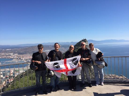Sulla Rocca Di Gibilterra Con La Nostra Bandiera Foto Di The Rock