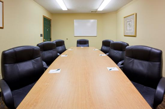 GrandStay Hotel & Suites Stillwater: Meeting Room