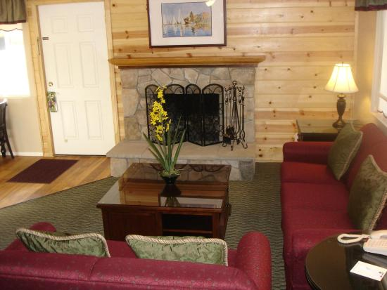 Bay Meadows Resort: Lobby view