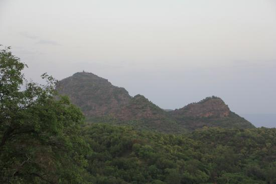 Pachmarhi, Indien: Temple on hill top