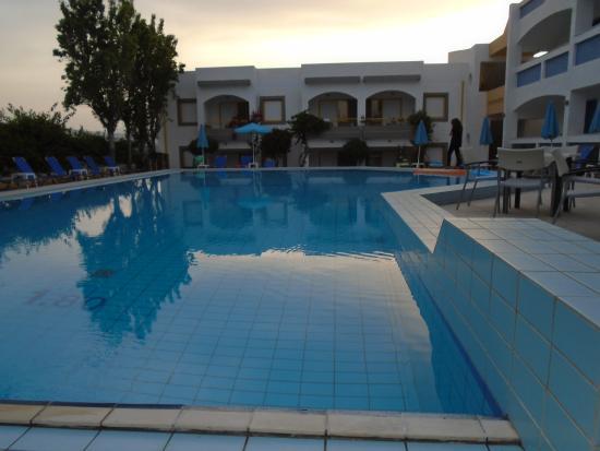 Apollon Hotel Apartments: Lovely pool