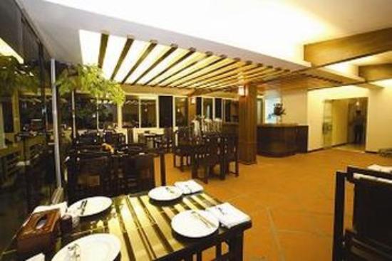Dolphin II Hotel: Restaurant