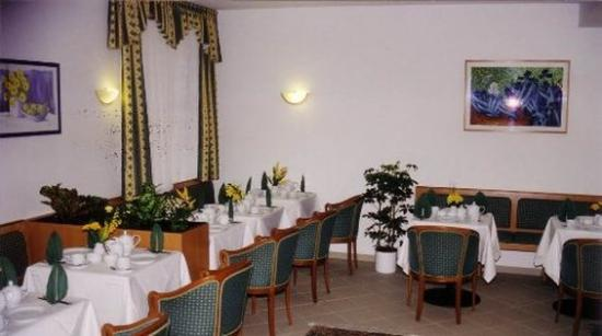 Hotel Pension Arian: Dining Area
