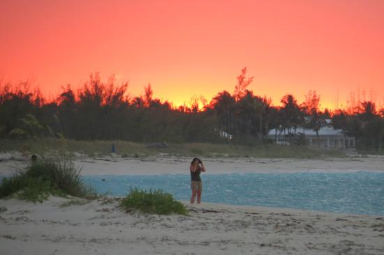 Treasure Cay, Isola di Grand'Abaco: Sunset from the beach