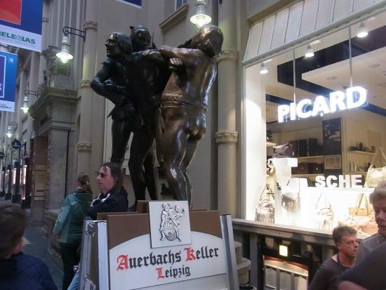 Auerbach's Keller: ファウストの像