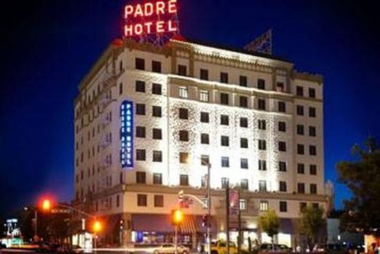 Padre Hotel: Padre Exterior Night