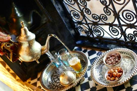 Riad Lhena: Tea time in the room