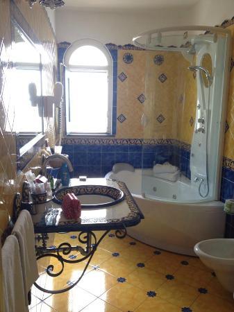 Bathroom (jacuzzi bath)