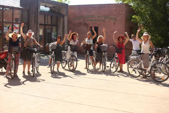 Sun-E-Bike : Women group from Northern Europe in Roussilon. Organizer Sometimescape.com