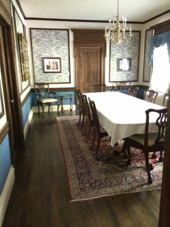 Antique Mansion B&B : Time for breakfast?