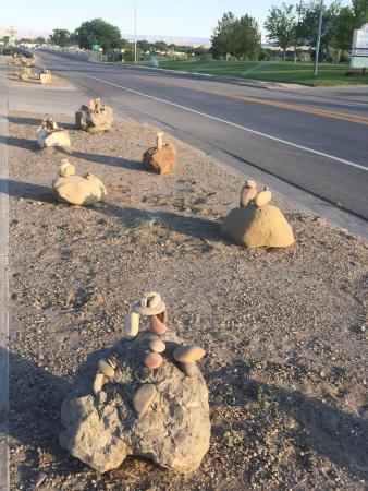 Green River KOA Camground: Rock cairns along the street at the entry: very nice