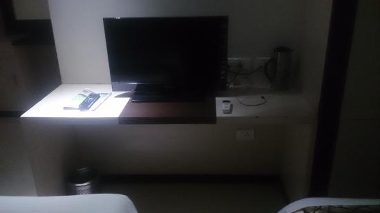 Hotel Kosala: TV desk