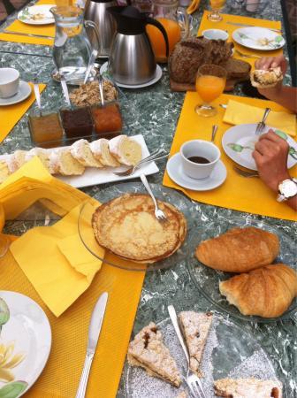 Villa Maresca: 27 giugno . Colazione ottima