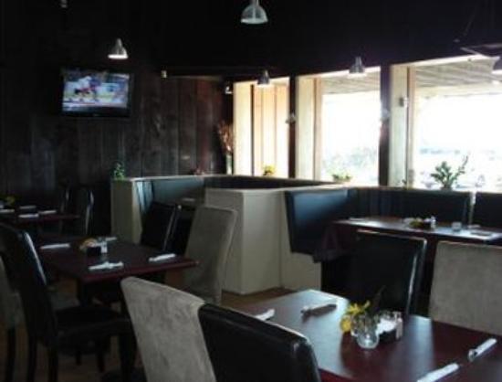 Howard Johnson Inn Sarnia : Local Hub Restaurant