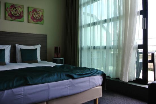 BEST WESTERN Hotel Docklands: Bett und Fenster
