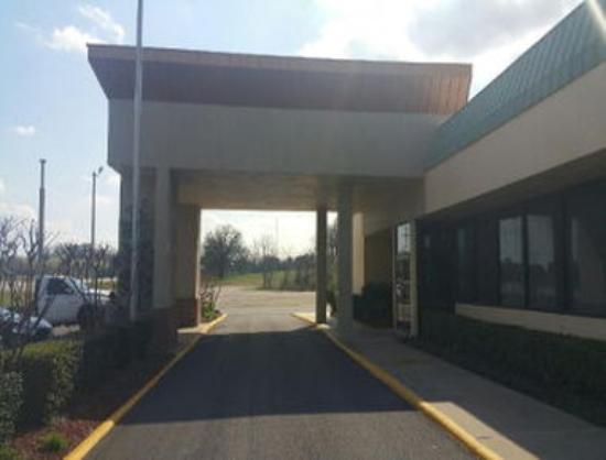 Motel 6 Atoka, OK: Welcome to the Super 8 Atoka