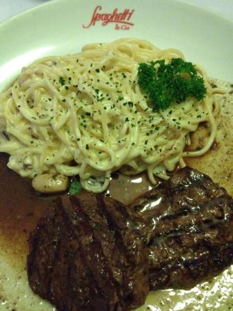 Spaghetti & Cia: Spaghetti a carbonara com file! Delicioso!