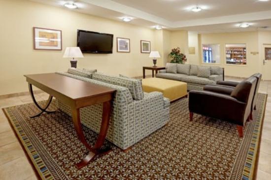 Candlewood Suites Abilene: Hotel Lobby