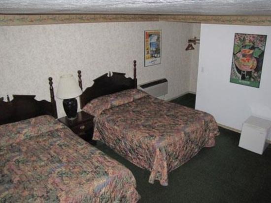 Humboldt Redwoods Inn: Room with  Queen Beds