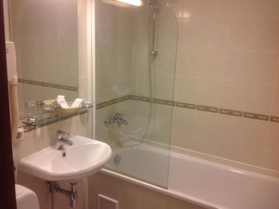 Atrium Hotel: Badezimmer