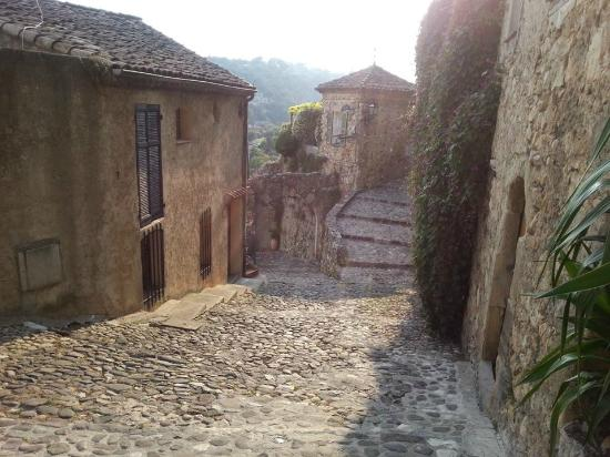 Bastide Valmasque: The nearby village of Biot