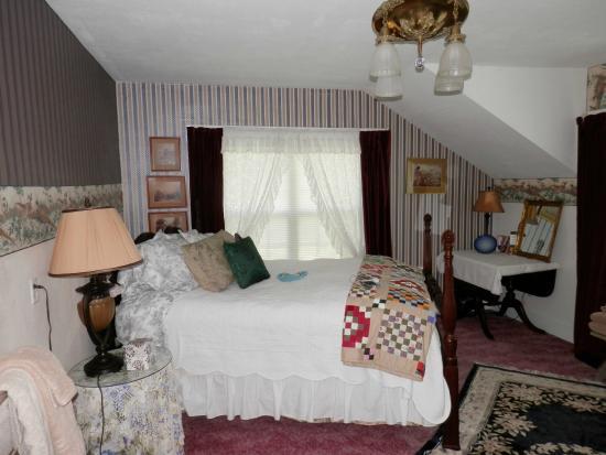 Airlie Farm B&B: Bed room