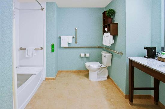 Exeter, Nueva Hampshire: Queen with Accessible Tub