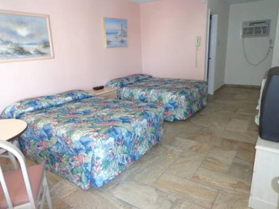 Quarterdeck Motel: 2 Beds Tile Floor 2