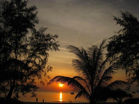 Lazy Beach: Lazy Beach sunset