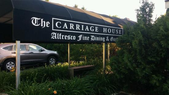 Carriage House Dining Room & Gardens: Entrance to the alfresco dining area is on the side of the building