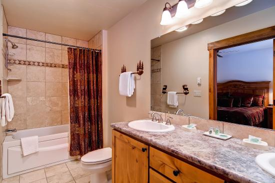 Trappeur's Crossing Resort and Spa: Bathroom
