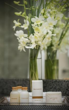 Best Western Plus Chateau Granville : Bath Amenities