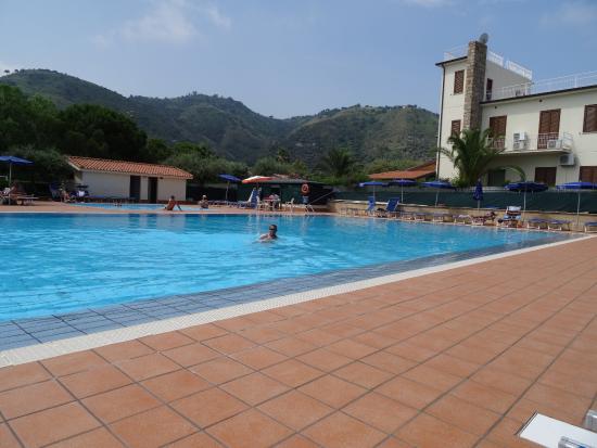 Piscine picture of sporting club cefalu tripadvisor for Piscine club piscine