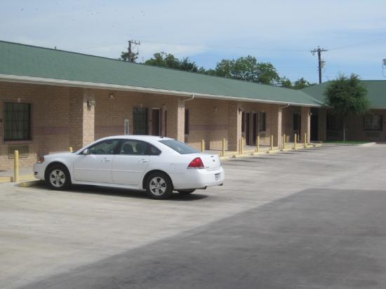 Matador Motel: Matador Courtyard