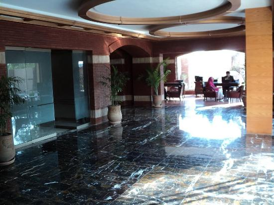Hotel One Faisalabad: Lobby view